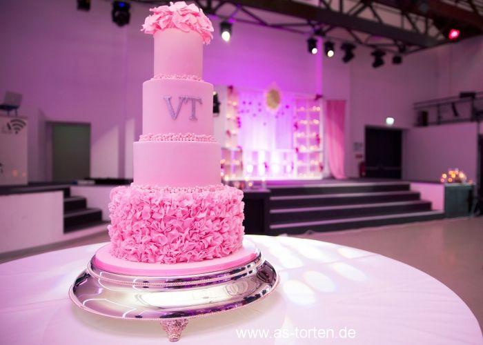 EXCLUSIVE HANDMADE TORTEN - deutsch-russische Hochzeitstorten Herzform Torten, Englische Torten aus Düsseldorf EXCLUSIVE HANDMADE TORTEN Konditorin, Torten - Designerin und Zucker Künstlerin aus Düsseldorf in NRW