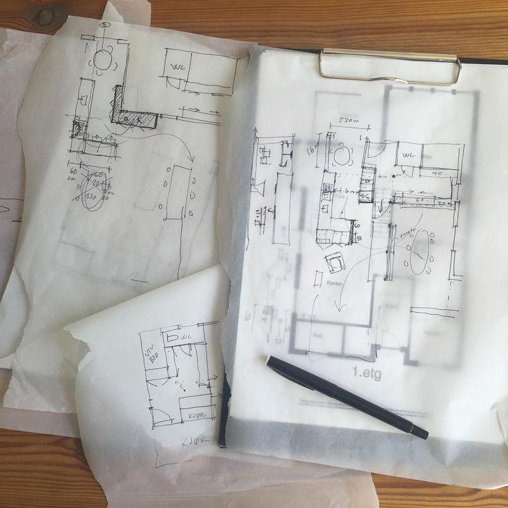 Skisser og ideer. Blyant og penn er min beste venn på veien fram til et ferdig utkast eller en illustrasjon. Bearbeiding i flere runder gjør løsningen bedre og mer gjennomtenkt #skisser #illustrasjoner #arkitektur #arkitekt #architect #planlegging #ideas #ide #drawing #husbygging