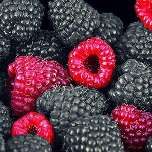Zdravá letní bomba zlesního ovoce a vanilkového jogurtu, která bude chutnat nejen vám, ale i vašim dětem. Ingredience: 1/2 hrnku malin 1/2 hrnku ostružin Kelímek vanilkového jogurtu Lžíce medu Postup: Ovoce omyjeme a společně sostatními ingrediencemi ho vložíme do smoothie makeru, kde vše rozmixujeme. Pokud by na vás bylo smoothie moc husté, můžete ho ještě… Celý recept »