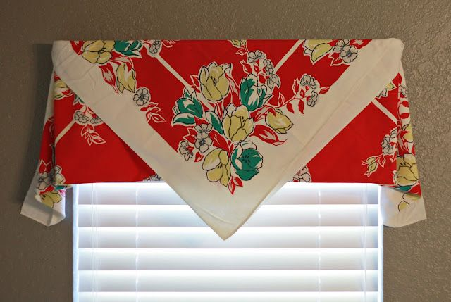 Directions for making curtains from vintage table cloths...requires no sewing or cutting...just a matter of how to fold.  So clever!