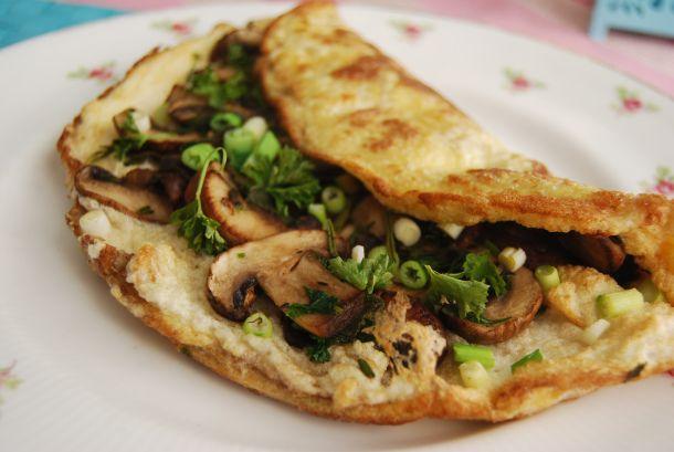 Μια ομελέτα με φρέσκο κρεμμύδι και μανιτάρια θα σου ανοίξει την όρεξη - http://ipop.gr/sintages/orektika/mia-omeleta-fresko-kremmidi-ke-manitaria-tha-sou-anixi-tin-orexi/