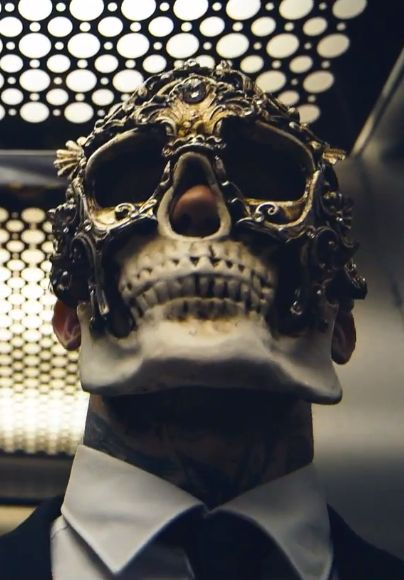 "☆ Frank Carter of the Band Pure Love's Baroque mask in their video ""Beach of Diamonds"" ☆"