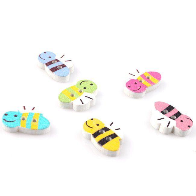 Scrapbook Včelky 30 ks - Bee Buttons 30 pcs Dřevěné knoflíky pro našívání, lepení, scrapbook a mnoho dalších ručních kreativních prací. Velikost: 20 mm x 13 mm x 4 mm, dírka 1 mm Baleno po 30 ks. Barvy jsou namixované. Někdy zboží vypadá na fotografii větší či menší, řiďte se raději měrnými jednotkami uvedených v mém popisu. Pokud se vám toto zboží líbí, ...