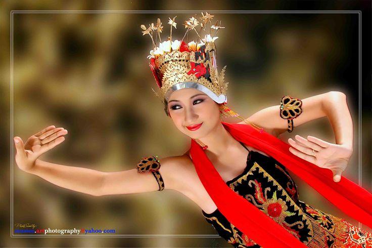 Gandrung Banyuwangi dance (East Java)