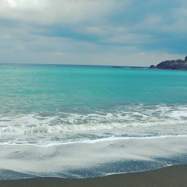 【reika214.pome】さんのInstagramをピンしています。 《🐚🐠おはようございます🐬🌊✨ 最近、お天気がぐずついて☀太陽が中々☀顔を見せてくれないのが寂しい気がします😥 #goodmorning #sea #view #photography #photo #japan #sky #morning #cloud #working #朝 #海 #散歩 #曇り#空 #景色》