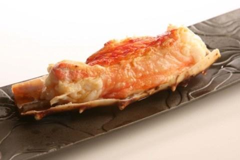 Receta de Cangrejo Real al horno.    Ingredientes:     4 patas de Cangrejo Rojo Real, pimentón, ajo molido, aceite de oliva virgen, sal.