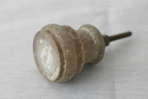 木製ノブ/つまみ/天然木/ 直径3.5cm×7.5cm 453円(内税) 3つ 2F寝室 収納棚つまみ