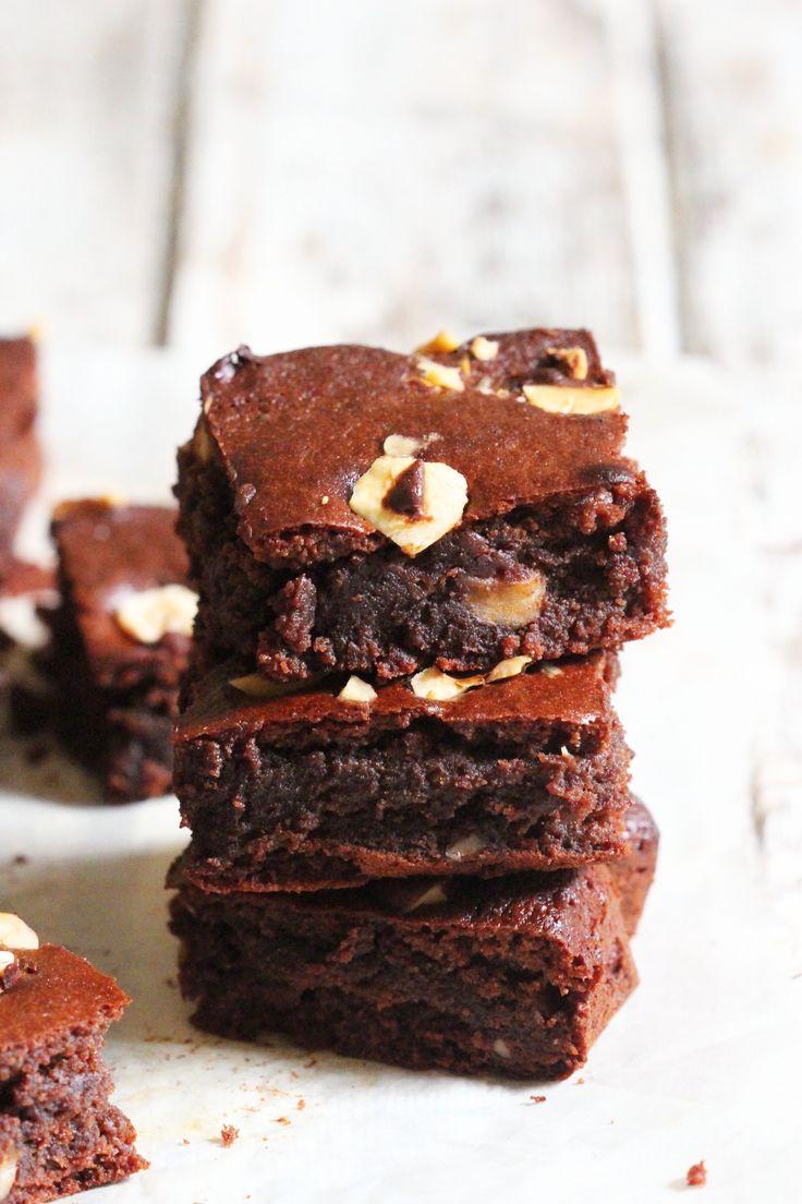 Hazelnut Brownies. Gluten free, dairy free and paleo. Recipe on www.thelittlegreenspoon.com