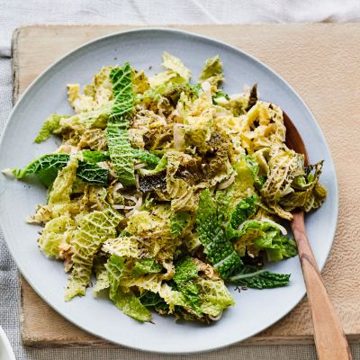 Creamed savoy cabbage with cider, apple and cumin