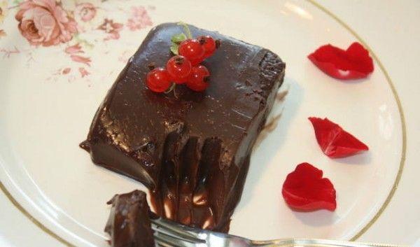 Σοκολατένιο+γλυκό+ψυγείου+με+3+υλικά+έτοιμο+σε+5+λεπτά
