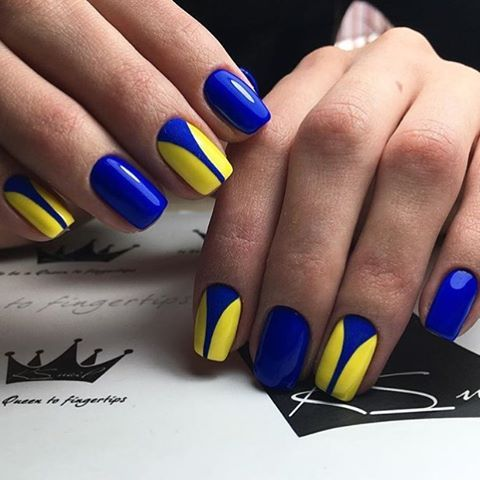 желто-синий маникюр фото