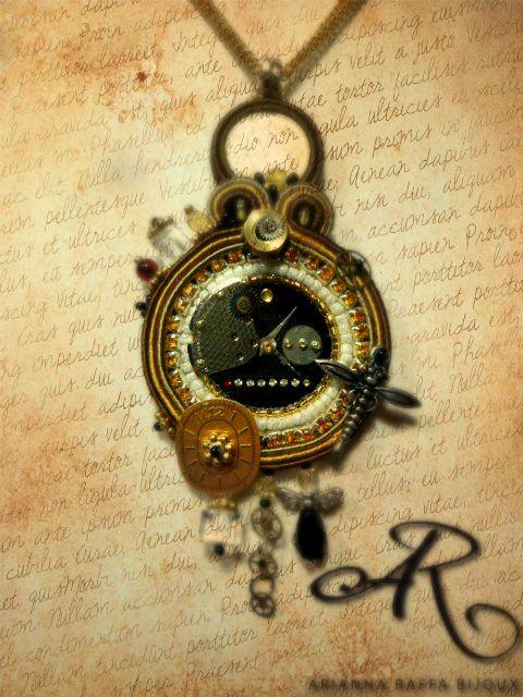 """Cioindolo soutache in stile """"Steampunk""""...con moneta e quadranti di orologi veri..."""