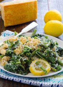 Lemony Kale Pasta Recipe with asparagus, garlic and Parmesan cheese. | ifoodreal.com