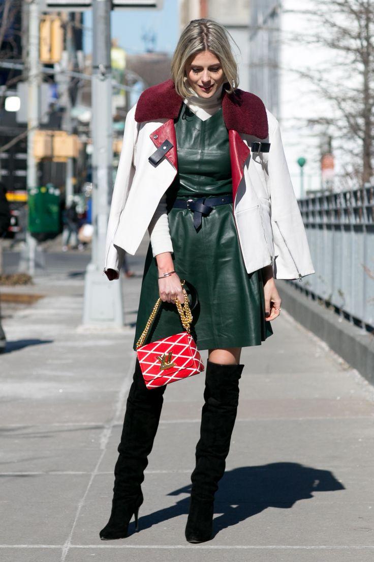 Gli stivali in suede risultano i più sporty-chic. Sfruttali quando indossi leggings o abiti in pelle: creano un contrasto perfetto. Foto Imaxtree  -cosmopolitan.it
