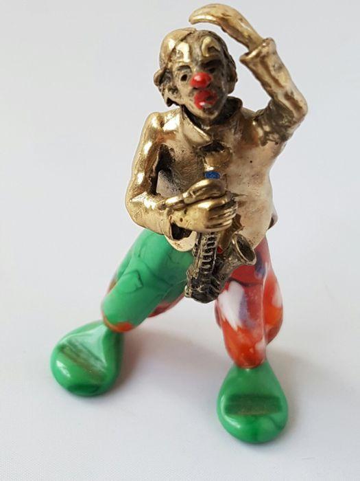 Zeldzaam clown van de bekende Italiaanse desijgner (conti Marco))-van zilver en Italiaanse murano-1940 Italië .  Heel zeldzaam handwerk zilver clown met Italiaanse murano .Deze clown is hand werk door de beroemde Italiaanse desijgner (cont Marco).Deze kavel is voor een echte kenner en voor de mensen die van Unique spullen houden.Lengte:8 cm.Gewicht:632 gram.De clown heeft in zijn hand een mooie gedetailleerd saxofoon .Bekijk de foto's om zelf indruk te krijgen.Aangtekend verzenden .  EUR…