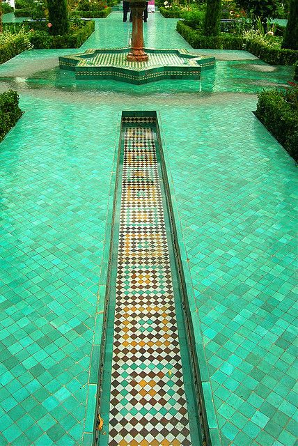 Grande Mosquée de Paris , 6 rue Georges Desplas , quartier Jardin des Plantes        Emerald green water by Vainsang, via Flickr