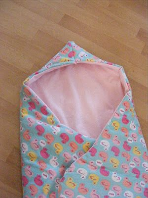 The Complete Guide to Imperfect Homemaking: {Tutorial} Hooded Car Seat Blankies   couverture pour siège d'auto