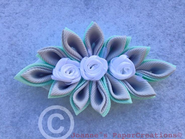 Kazanshi flower hair clip made by Joanne's PaperCreations.