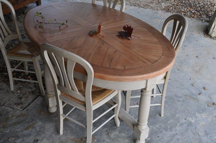 """Tres belle table en merisier relookée et patinée gris gustavien, plateau naturel, création """"les patines de Mélusine"""" à retrouver ici : http://chinepatine.jimdo.com/quelques-réalisations-ii/"""