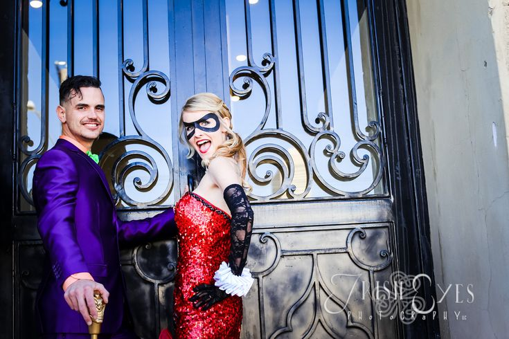 Batman themed wedding. Not something that I would personally do, but super cute!