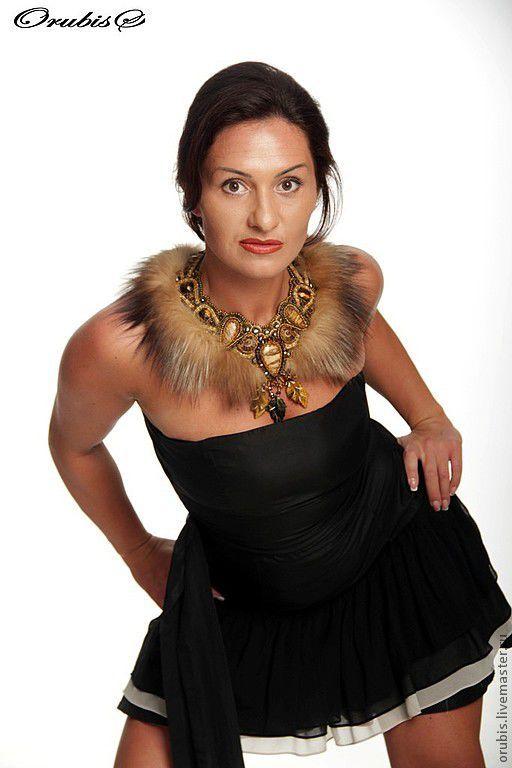 Купить Бегущая с волками - коричневый, яшма пейзажная, тигровый глаз, мех лисы, аммонит