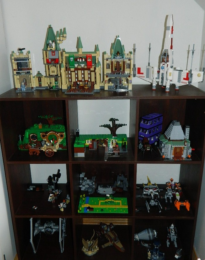 Lego display shelf lego room makeover pinterest for Bookshelf display ideas