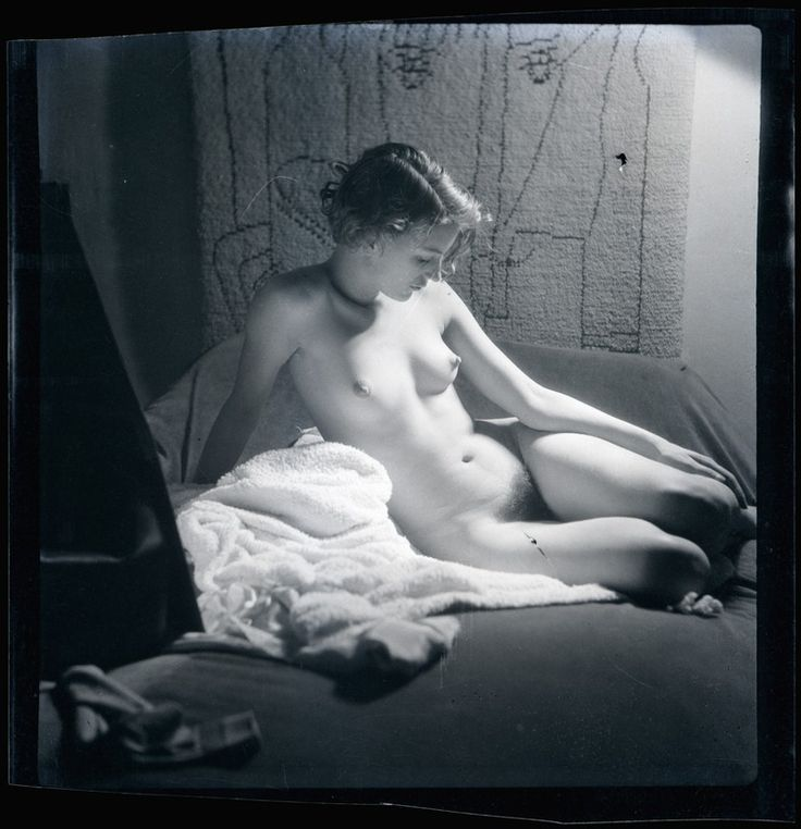 Lee Miller, 1930    Photo by Man Ray