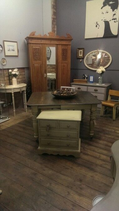 Vintage shabby chic furniture in ASCP