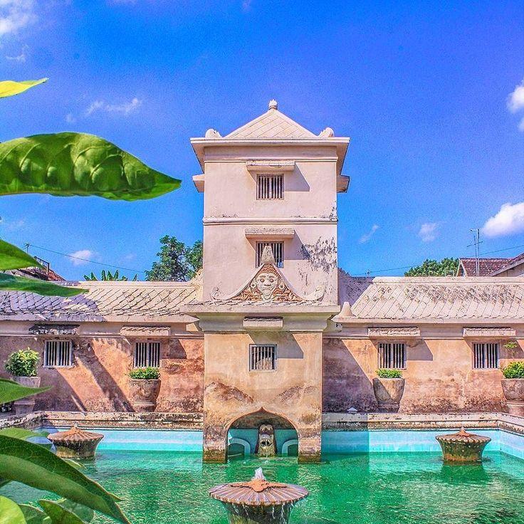 https://yoexplore.co.id  Taman sari #tamansari #indonesia #yogyakarta  #exploreyogyakarta #yoexplore #exploreindonesia #travellingindonesia #travelasia #southeastasia #adventure #adventureindonesia #marketplace #startups #startupindonesia  #Repost @taki_takim with @insta.save.repost