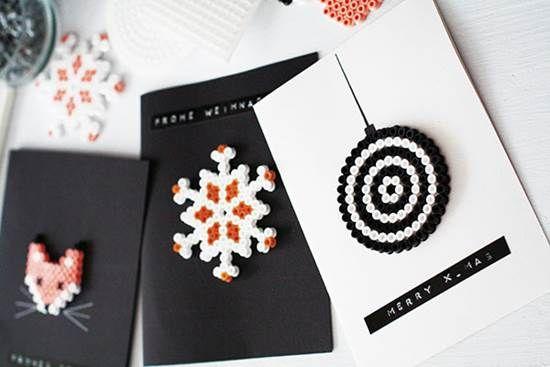 Vakre julekort: Dekorert med Hamaperler. Foto. Yvonne Bauer: Weihnachten mit Fräulein Klein, Callwey Verlag