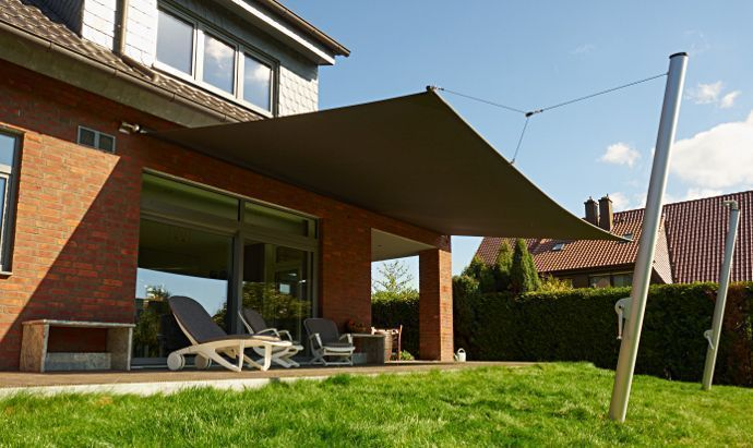 Sonnensegel Markise In Elektrisch Aufrollbar An Einer Terrasse