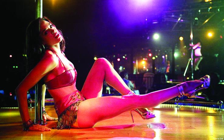 Stripshow - det som män tycker mest om!  För det tredje, rekvisita – vilken musik? Jag rekommenderar först och främst dansmusik, som får blodet att cirkulera snabbare. Det är latinorytmer, som visar sig vara tillförlitliga. Det här låter jag ändå våra dansare bestämma över – var och en av damerna ska välja den musik, som får hennes kropp att röra sig. Tveka inte att säga vad ni önskar medan ni ser en stripshow på vår klubb!  http://neworleans.pl/en/?nkpage=2