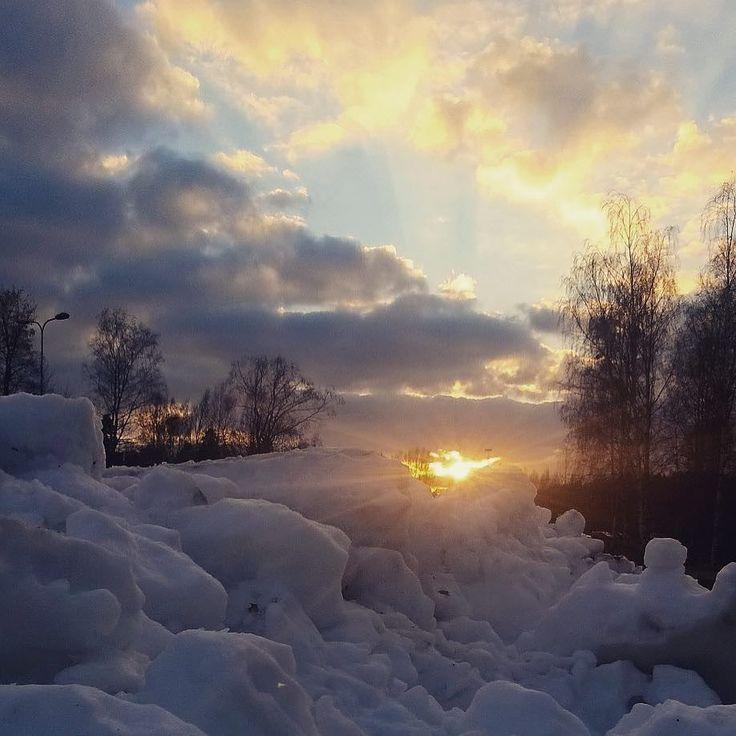 Greetings from the snowy Leppävaara   #lumi #snow #jäähalli #espoo #finland #suomi #maisema #auringonlasku #sunset #landscape