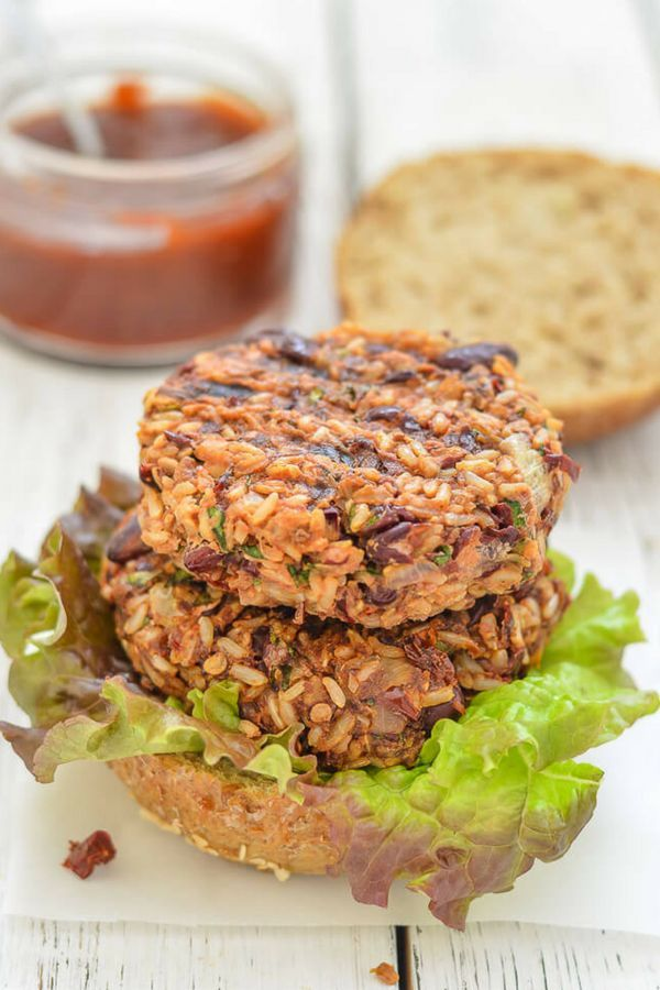 Mexican Burgers with Adobo Sauce. Made with healthy brown rice, kidney beans & adobo chilis these burgers are incredibly delicious and have great texture. They are vegan and oil-free. #vegan #mexican  #veggieburger #chili #mexicanfood #vegetarian