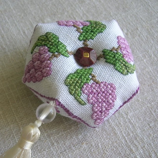 biscornu raisins 1