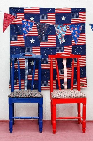 """Este par de """"Gringas"""" anglicanas y patriotas, representan en su apariencia el espíritu estadounidense.  #sillas: $75.000 c/u"""