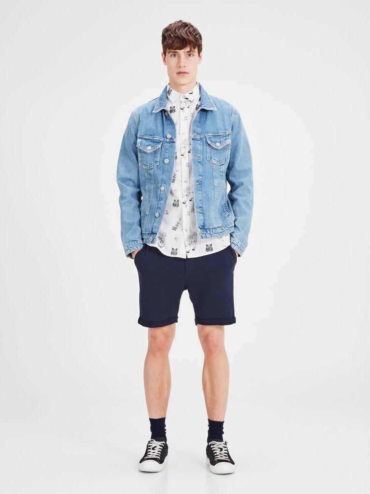 Men's outfit: white slim fit short sleeved shirt with black print, oversized denim jacket, navy blue shorts, black and whtie sneaks   JACK & JONES