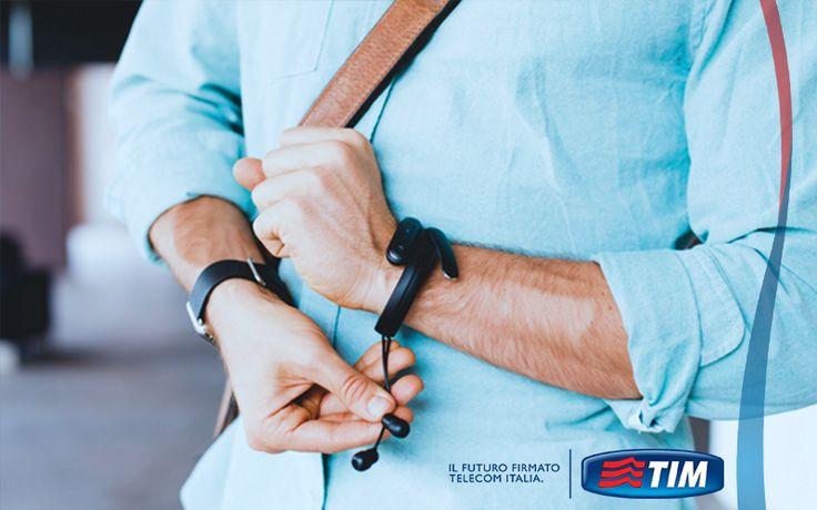 Tenete il polso sui vostri ascolti con Helix, gli auricolari che potete custodire in un braccialetto. Mai più cuffie che si attorcigliano. http://tim.social/helix