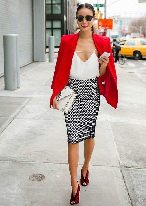 Ofise giderken ne giyeceğinize karar veremediyeseniz kurtarıcı olarak dolabınızda siyah, beyaz ve kırmızı kombinasyonlar bulundurun. Bu renkler sizi asil yaptığı gibi etkileyici de bir görünüme kavuşturacak. #maximumkart #moda #fashion #ofismodası #officefashion