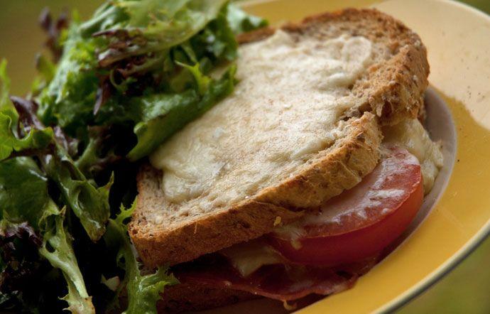 Min bedste opskrift på de skønne franske toast Croque Monsieur og Croque Madame - de er perfekte til en sen morgenmad eller frokost