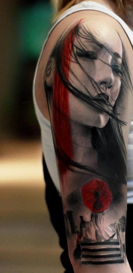 oberarm tattoo vorschläge mit farbigem tattoo mädchen