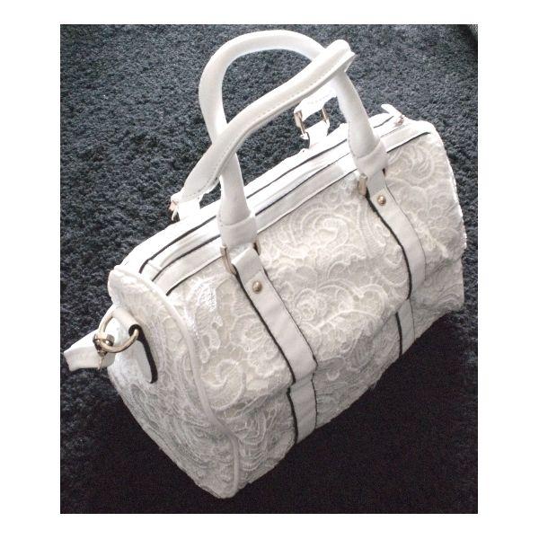 CHIC ! White crochet bag