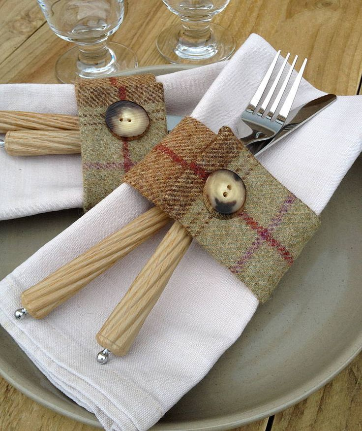 Set of four sage green wool tartan napkin rings. Made from 100% British wool, double sided and finished with a beautiful Scottish cattle horn button Width 5cm x internal circumference 20cm (approx.)