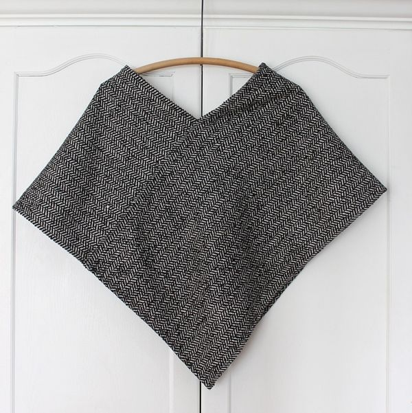 This is probably the easiest poncho you'll ever make that you'll actually wear more than once. It's made from a thick woven wool that I found at JoAnn's fabric about a month ago in a graphic herringbone print. I knew I wanted to make a poncho as soon as I...
