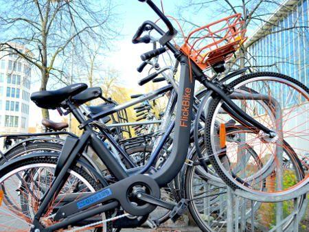 オランダスタートアップ FlickBike 1時間1ユーロ乗り捨て自転車レンタル