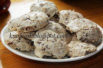 Печенье с шоколадом, кокосовой стружкой и орехами