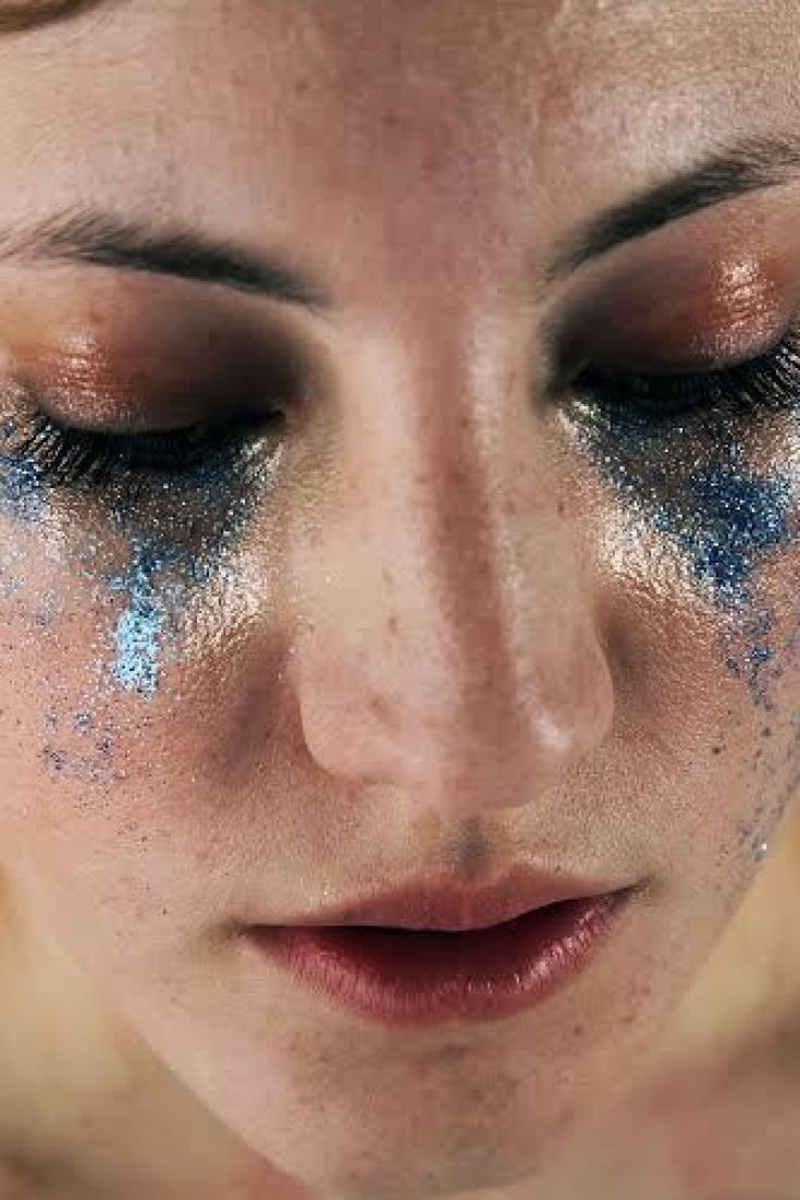 A Stunning, Glittery Look At The Impossible Beauty Standards Women Face