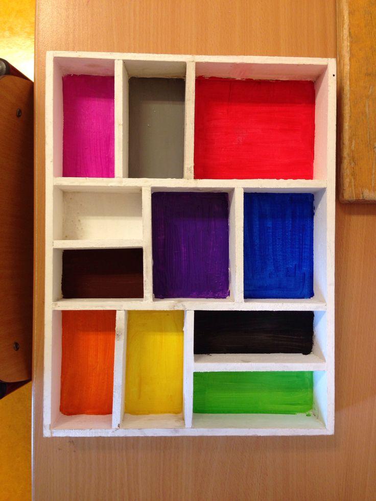 Kleuren sorteerbak gemaakt van een letterbak en plakkaatverf.