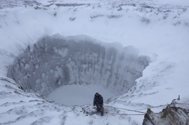 In the summer of 2014, some people stumbled across bizarre 30-meter-wide (100 feet) craters in the middle of Yamal Peninsula in Siberia, Russia. All sorts of theories about their formation have flown around over the past two years, from asteroids to –inevitably–UFOs. However, the reality is perhaps even more startling. Scientist now think climate changed caused this freak geological blip.