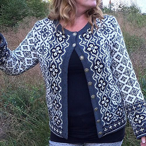 The pattern for this stranded/fairisle cardigan is available in swedish and english.